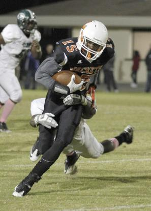 2011 Leesburg Yellow Jackets Football Archives ( Reinhold Matay, Special to the Orlando Sentinel / October 21, 2011 ) Leesburg's D'Maurl Jones (15) runs during a high school football game on Friday, October 21, 2011 in Orlando, Fla. Evans beat Leesburg 20-10. Carver Heights Quarterback Club, Leesburg High School, Leesburg, Florida